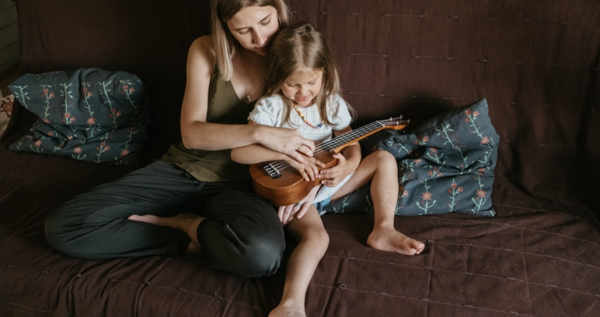 A guidance to the parents. Why you should accompany your kids learning music at home.