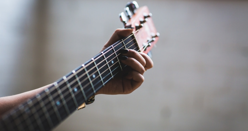 Play it like Andy Mckee. Tips to Learn Fingerstyle Techique