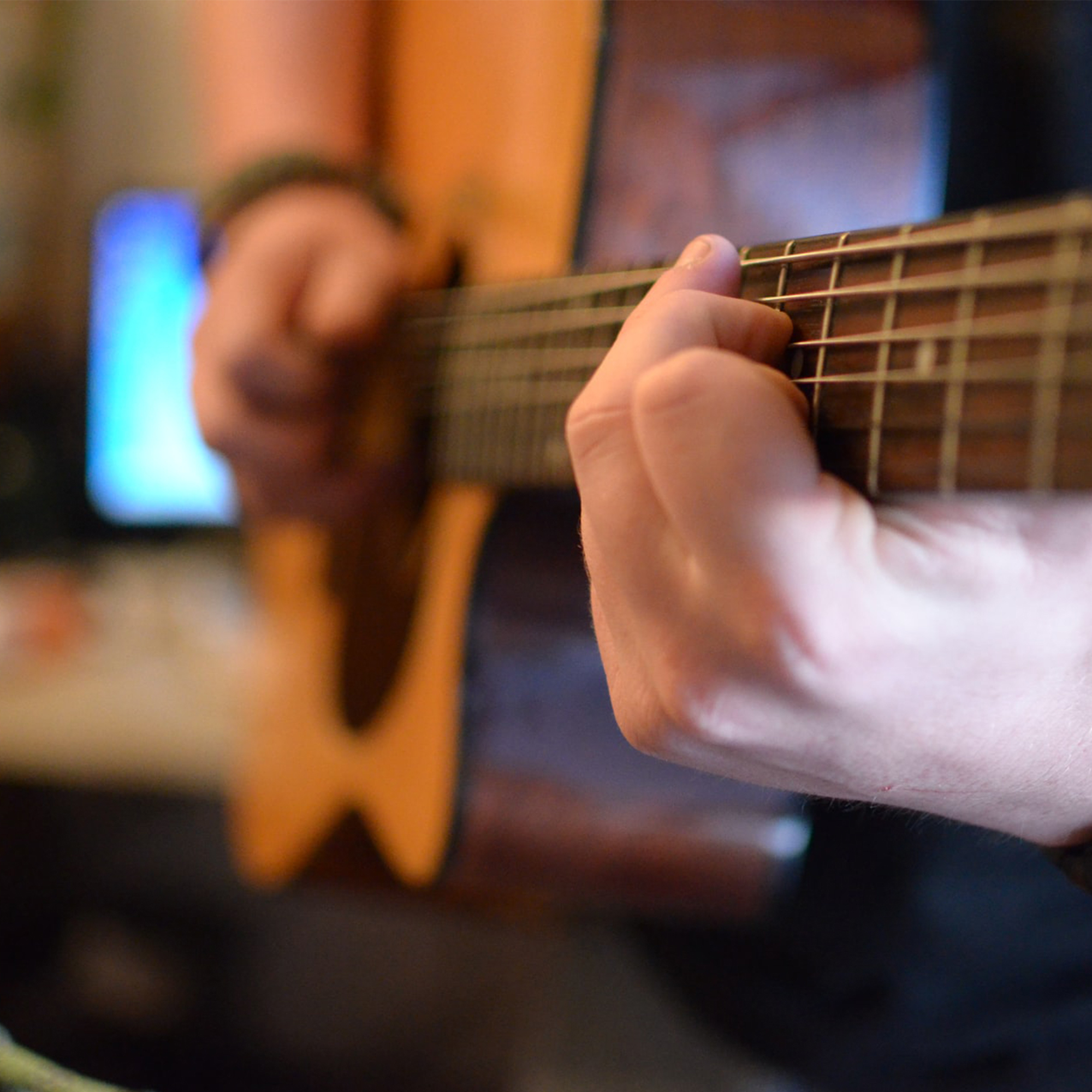 Play it like Andy Mckee: Tips to Learn Fingerstyle Techniques
